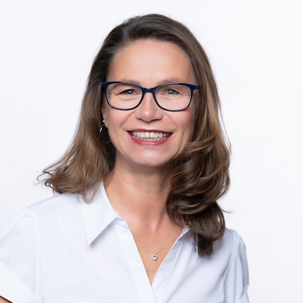 Michaela Matzke-Menten, Kaufmännische Angestellte und Rezeption
